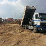 transport oraz układanie płyt drogowych